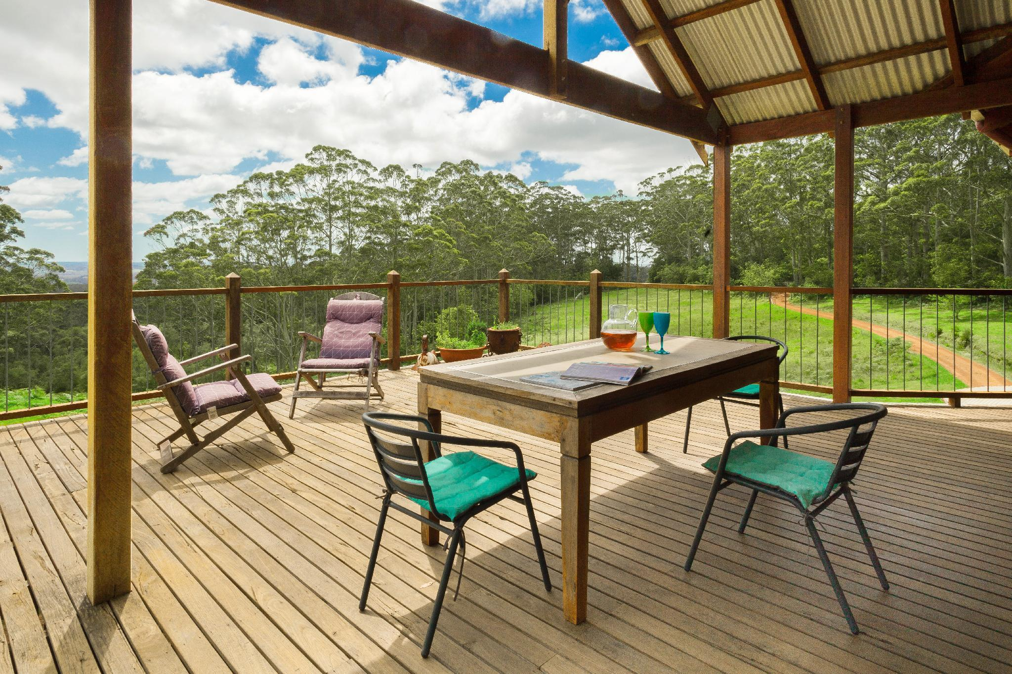 Family friendly (pets welcome), 24 acre forest