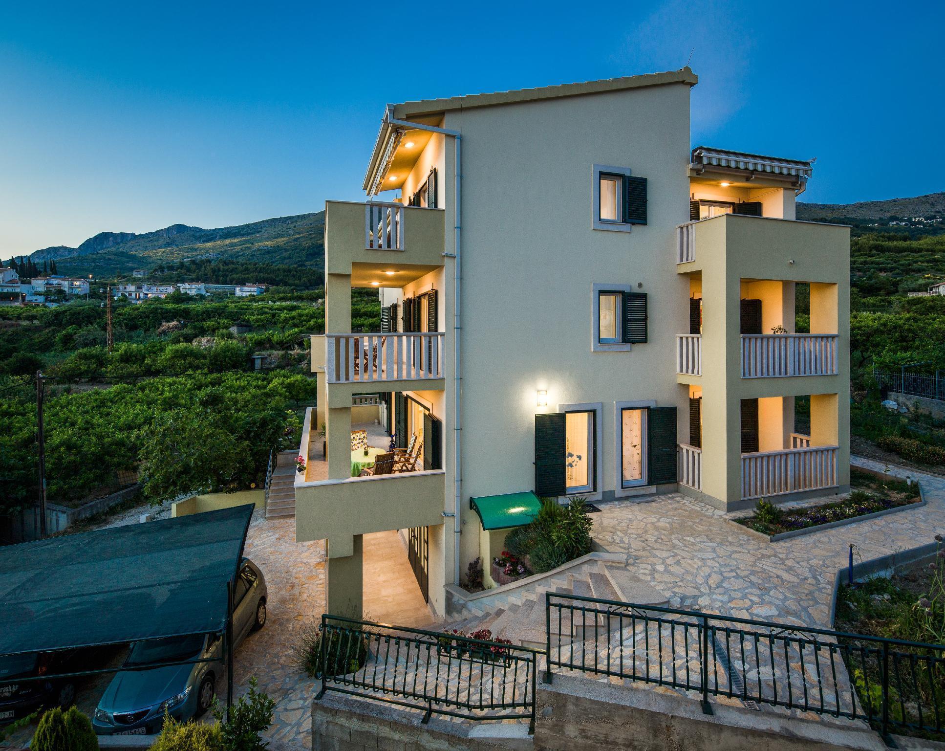 Modern villa in Podstrana close to the beach