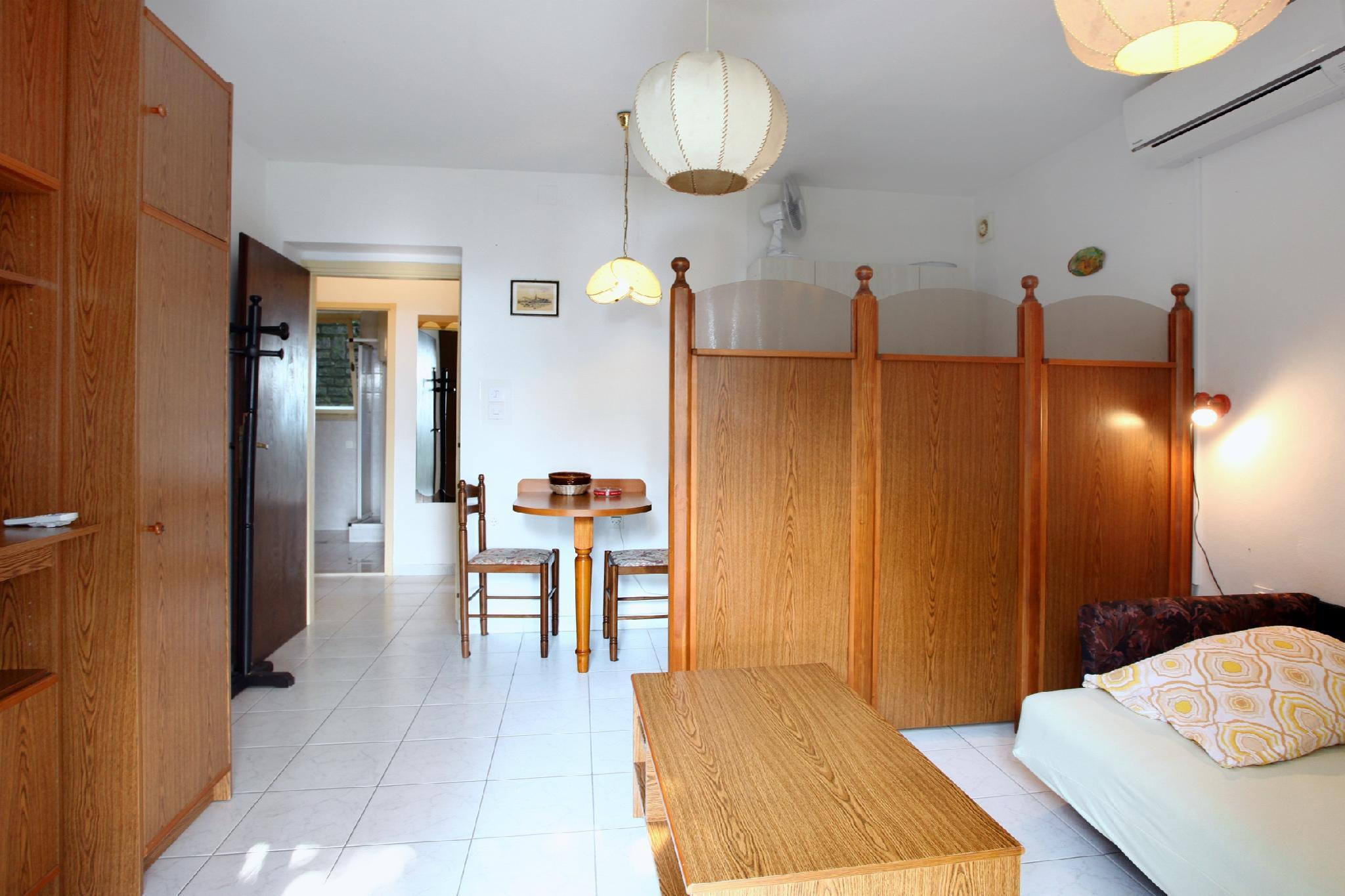 One Bedroom Apartment with Terrace AC3