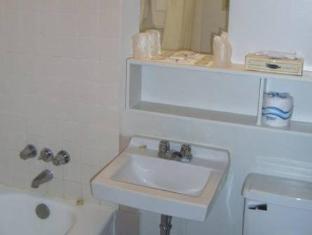 The Alexandra Hotel Toronto (ON) - Bathroom