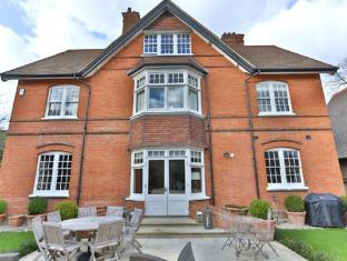 Veeve  Impressive 5 Bed Detached House Near Wimbledon