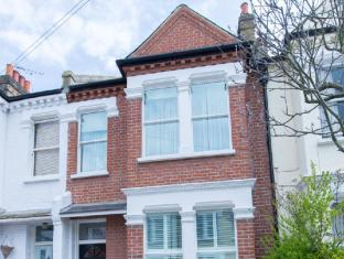 Veeve  4 Bed House On Farlow Road Putney