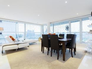 Veeve  Sleek River View Apartment Aspect Court Chelsea Harbour Fulham