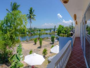 The Moon River Homestay & Villa