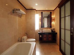 Grand Balisani Suites Hotel Bali - Deluxe Bathroom