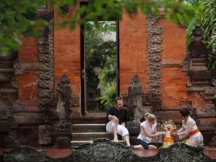 Griya Santrian a Beach Resort Bali - Balinese Offering Activities
