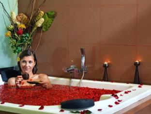 Kuta Paradiso Hotel Bali - Bathroom at jalanidi spa
