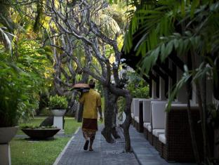 Puri Santrian Beach Resort & Spa Bali - Garden