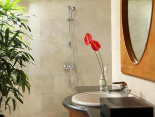 Puri Santrian Beach Resort & Spa Bali - Bathroom