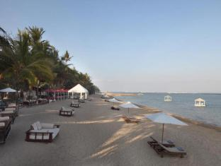 Puri Santrian Beach Resort & Spa Bali - Beach