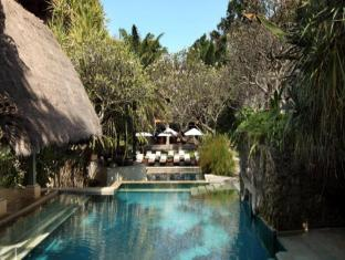 Puri Santrian Beach Resort & Spa Bali - Swimming Pool
