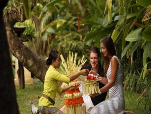 Puri Santrian Beach Resort & Spa Bali - Surroundings
