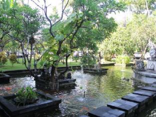 이나 그랜드 발리 비치 호텔  발리 - 정원