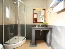 Vansana Hotel Ban Phonthan: bathroom