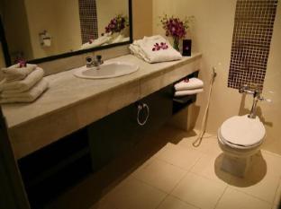 Grand Inn Hotel Bangkok - Bathroom