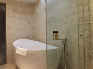 Megaro Hotel London - Bathroom