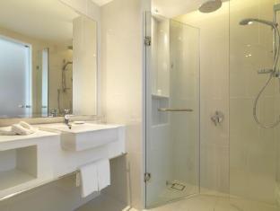 Federal Hotel Kuala Lumpur - Merdeka Wing (New Bathroom)