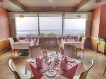 Al Diar Capital Hotel: restaurant