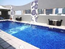 Oaks Liwa Executive Suites: swimming pool
