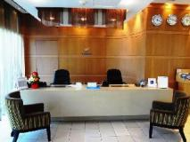 Oaks Liwa Executive Suites: reception