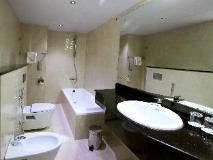 City Star Hotel: bathroom