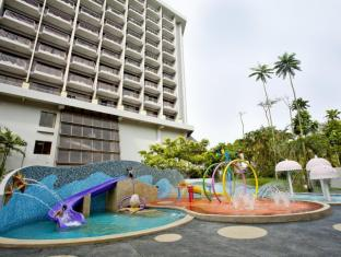 Bayview Beach Resort Penang - Play Pool