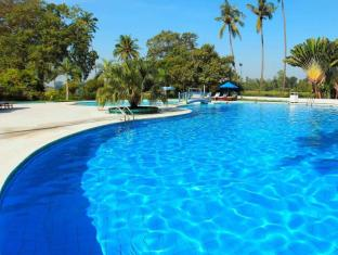 Inya Lake Hotel Yangon - Swimming Pool