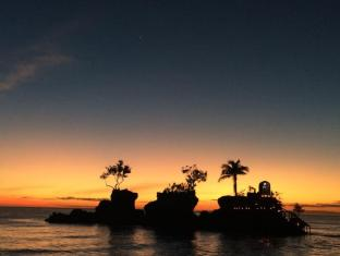 Sea Wind Resort Boracay Island - Beach