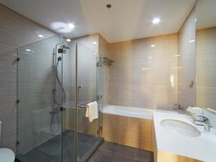Cebu White Sands Resort and Spa Cebu - Suite room bathroom