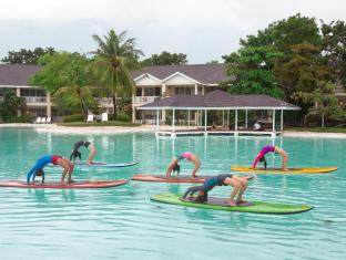 Plantation Bay Resort & Spa Cebu - Stand Up Paddleboard Yoga