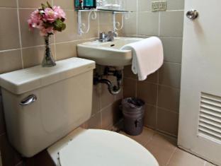 MPT Suites Manila - Bathroom