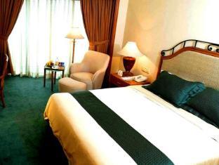Century Park Hotel Manila - Phòng khách