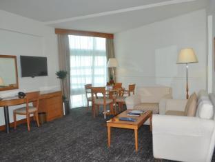 Rihab Rotana Hotel Dubai - Guest Room