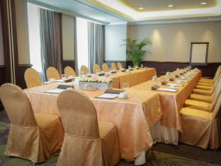 Diamond Hotel Manila - Meeting Room