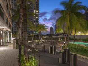 New World Makati Hotel Manila - Press Club Terrace