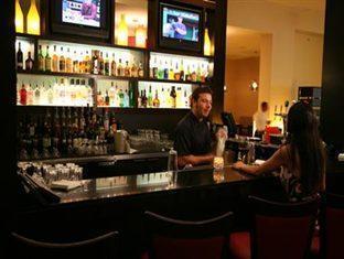 Century Plaza Hotel & Spa Vancouver (BC) - Bar
