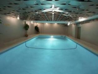 Century Plaza Hotel & Spa Vancouver (BC) - Swimming Pool