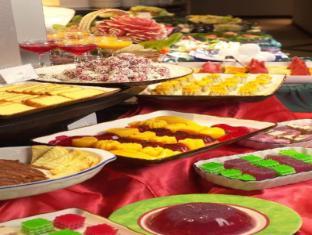 Bayview Hotel Singapore - Dessert Spread