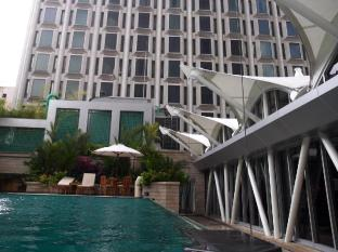 Peninsula Excelsior Hotel Singapore - Swimming Pool