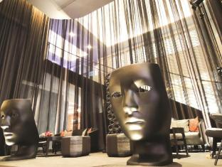 Rendezvous Hotel Singapore by Far East Hospitality Singapore - Library