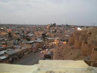 /hotel-desert/hotel/jaisalmer-in.html?asq=jGXBHFvRg5Z51Emf%2fbXG4w%3d%3d