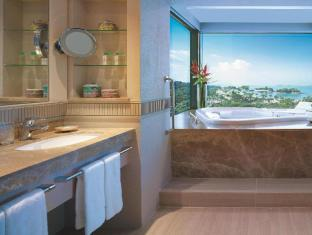 Shangri-La's Rasa Sentosa Resort & Spa Singapore - Bathroom