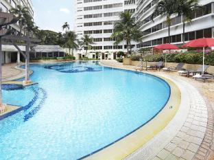 Furama RiverFront Hotel Singapore - Swimming Pool