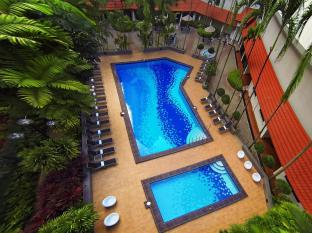 York Hotel Singapore - Bể bơi