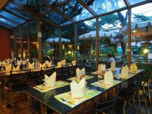 New World City Hotel Bangkok - Cafe De Canal near Khao San Road