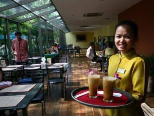 New World City Hotel Bangkok - Waitress