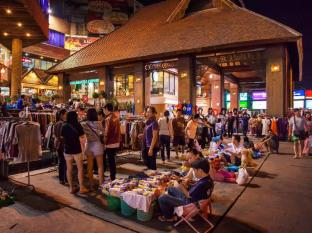 Lotus Pang Suan Kaew Hotel Chiang Mai - Nights Market at Kad Suan Kaew, Thursday-Saturday