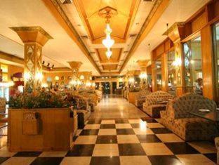 13 Coins Airport Hotel Minburi Bangkok - Indoor Restaurant