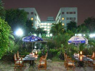13 Coins Airport Hotel Minburi Bangkok - Outdoor Restaurant