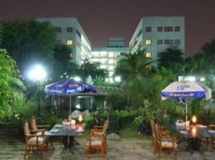 13 Coins Airport Hotel Minburi Bangkok - Exterior